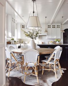 Coastal dining nook open to white kitchen. Beautiful dining space to enjoy with family. Home Kitchens, Kitchen Remodel, Kitchen Design, Kitchen Inspirations, Kitchen Decor, Kitchen Nook, Dining Room Inspiration, Round Kitchen Table, Dining