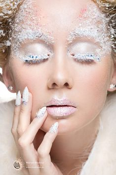 Amazing Snow Queen White Winter Make Up Ideas Looks 2013 2014 2 Amazing Snow Christmas Gifts – Winter MakeUp Snow Queen Makeup, Snow Makeup, Winter Makeup, Eye Makeup, Winter Beauty, Makeup You Should Have, Schnee Make-up, Ice Queen Costume, Ice Princess Costume