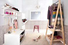 Listamos seis coisas que você precisa eliminar já do seu guarda-roupa para manter o seu closet feminino em ordem todos os dias.