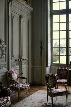 Interior of Marie-Antoinette's Le Petit Trianon on the grounds of the Palace Versailles. Marie Antoinette, Interior Exterior, Interior Architecture, Interior Design, French Architecture, Beautiful Interiors, Beautiful Homes, French Interiors, Classic Interior