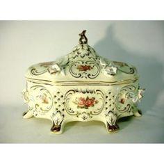 guarda joias EM PORCELANA - Google Search Jewel Box, Tart, Decorative Boxes, Jewels, Google, Home Decor, Antique Boxes, Porcelain Ceramics, Decoration Home