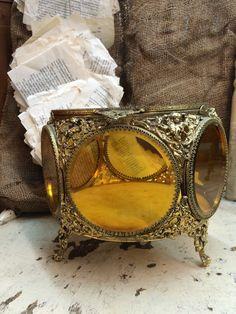 Incroyable ciselé boîte en verre ambre par DaphsSmallWorld sur Etsy