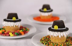 Pilgrim Hat cupcakes for Thanksgiving. See MORE Pilgrim themed cupcakes and other Thanksgiving themed cupcakes at ThatCupcakeSite.com