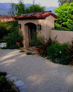 Yet another image of that courtyard. We like the plantings hugging the wall. Would be nice to extend our succulent garden along this perimeter of the stucco wall on both sides (courtyard and driveway).