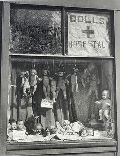 mannequinsvitrine: Max Dupain - The Dolls Hospital