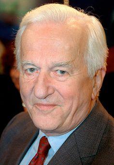 """Ex-Bundespräsident Richard von Weizsäcker ist tot. Zehn Jahre lang, zwischen 1984 und 1994, prägte er Deutschland als Staatsoberhaupt mit seinem eindringlichen Reden. Er war parteiübergreifend beliebt. Manche nannten ihn den """"politischsten Präsidenten"""", den das Land je hatte. Am 31. Januar 2015 ist Richard von Weizsäcker im Alter von 94 Jahren gestorben."""