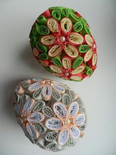 Easter Crochet Patterns, Quilled Paper Art, Ukrainian Easter Eggs, Quilling Designs, Decorative Boxes, Paper Crafts, Ornaments, Quilling, Eggs