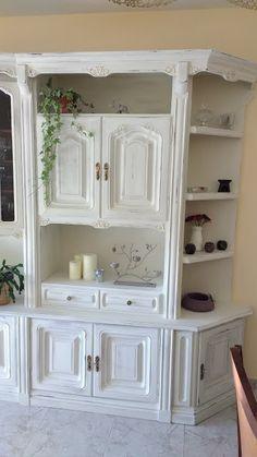 Diy: transformación y decapado de un mueble   Manualidades Ikea Cupboards, Painted Bookshelves, China Cabinet, Chalk Paint, Painted Furniture, New Homes, House Design, Storage, Home Decor