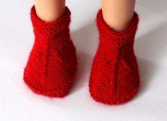 8 описаний: подборка вязаной обуви для кукол Паола Рейна ростом 32-34 см. Одежда Для Куколок, Куколки, Кукольная Обувь, Вязать Крючком, Тапки, Вязание, Мода, Амигуруми, Трикотаж