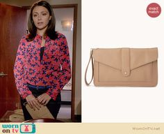 April's beige clutch on Chasing Life.  Outfit Details: http://wornontv.net/34443/ #ChasingLife