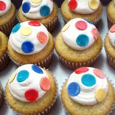 Vanilla cupcakes with cinnamon cream cheese frosting -Angelicakesaz.com