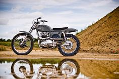 Named for the King of Cool himself, the Steve McQueen Metisse Desert Racer Motorcycle is undoubtedly built for speed. Movie star and motorcycle racer Steve British Motorcycles, Cool Motorcycles, Triumph Motorcycles, Vintage Motorcycles, Triumph 650, Enduro Vintage, Vintage Motocross, Vintage Bikes, Vintage Cars