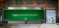 Carlsberg crée un affichage publicitaire qui distribue de la bière aux passants