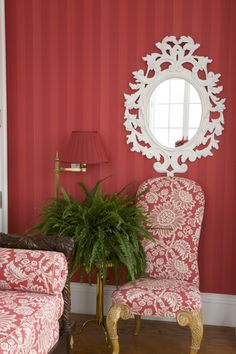 Carolyne Roehm. White painted mirror against red wall. Striking, #Voilá!