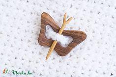 Pillangó formájú kitűző, Ruha, divat, cipő, Ékszer, óra, Kendő, sál, sapka… Symbols, Letters, Icons, Fonts, Letter