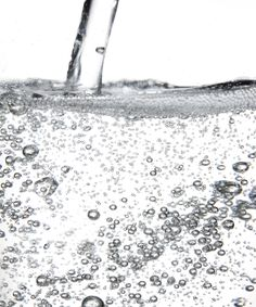 Why You Should Wash Your Face With Carbonated Water