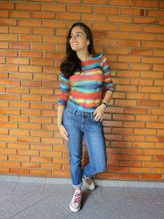 Mundo K: Body colorido, calça jeans e tênis.