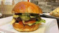 Aki azt mondja, hogy volt már egyszer a Spirit Food a blog hasábjain az nem téved, azonban most egy másik helyen, ámde azonos ízekkel támadnak a burgerek és bagettek - én pedig erre az új lokációra látogattam el.A helyszín nem más, mint a Szentendrei út, egy környék, melyet minden régivágású…