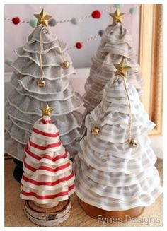 Pino de navidad con embudos » http://manualidadesnavidad.org/pino-de-navidad-con-embudos/