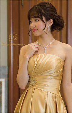 Amazon | (ファインフェザーズ)FineFeathers 演奏会ドレス ステージドレス 繊細なタックで飾られた胸元が気品あふれる優美なドレス 演奏会 発表会 コンサート 二次会 Aライン 編み上げ(サイズ調整可能) オリジナル ロングドレス [ゴールド] 11号(9-11号対応) | ドレス 通販