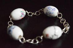 Recebi hoje estas fotos de um trabalho antigo :-) pulseira em prata com contas em cerâmica.  Got these photos today from an old work :-) Silver and ceramic beads bracelet