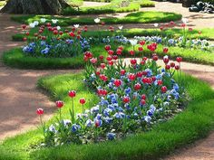 Stunning 44 Backyard Tulip Garden Inspiration https://modernhousemagz.com/44-backyard-tulip-garden-inspiration/