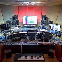 Music Recording Studio, Audio Studio, Music Studio Room, Recording Studio Design, Studio Gear, Studio Setup, Music Desk, Home Music Rooms, Tool Music