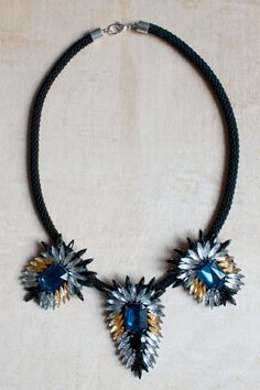 Make a gorgeous DIY statement necklace. Need to try this!
