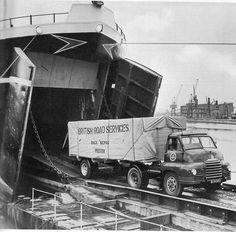 Old Bedford. Vintage Trucks, Old Trucks, Bedford England, James Bond Movie Posters, Bedford Truck, Old Lorries, Bike Engine, Road Transport, British Rail
