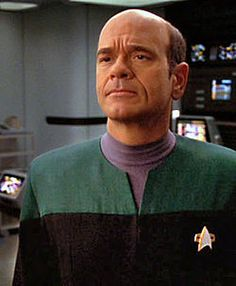 "Star Trek Voyager - The Doctor (Robert Picardo) ""Please state the nature of the medical emergency"" Star Trek Voyager, Star Trek Tv, Star Trek Ships, Star Trek Characters, Movie Characters, Star Terk, Robert Picardo, Daniel Jackson, Love Stars"