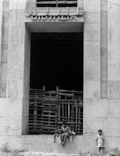 Enzo Sellerio. Palermo. The courthouse under construction, 1955. Copyright Enzo Sellerio