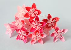 DIY - origami flowers Bouquet de fleurs en origami - step by step - by Adeline Klam Origami Bowl, Origami Star Box, Origami Love Heart, Origami And Kirigami, Origami Stars, Origami Flowers, Diy Flowers, Paper Flowers, Origami Design