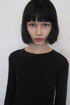 Black Bob hair, hairstyles & haircuts & bowlcuts that are the blackest of black (and occasionally. Corte Y Color, Model Face, Dream Hair, Mi Long, Hairstyles With Bangs, New Hair, Hair Inspiration, Black Hair, Curly Hair Styles