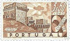 Selo de Portugal, 1945 (Castelo de Ourém). Via Ourém Outrora. Note-se as torres, que ainda não tinham os telhados que hoje vemos.