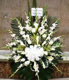 youtube arreglos florales para fiesta de micky maus - Buscar con Google Church Flowers, Funeral Flowers, Love Flowers, Elegant Flowers, White Flowers, Beautiful Flowers, Wedding Flowers, White Flower Arrangements, Funeral Flower Arrangements