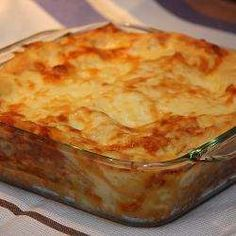 This lasagne is super-easy to throw together. Lasagne sheets are layered with tuna, tomato sauce, bechamel sauce and grated Parmesan. Oven Recipes, Salmon Recipes, Fish Recipes, Seafood Recipes, Pasta Recipes, Vegetarian Recipes, Cooking Recipes, Tinned Tuna Recipes, Tuna Dishes
