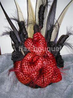 Flax flower arrangement. Flax Flowers, Fabric Flowers, Flax Weaving, Church Flower Arrangements, Maori Designs, Maori Art, Purple Wedding, Garden Art, Flower Designs