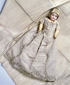 Antique Doll  Christening Ensemble, ca. 1710 ... photo courtesy the Metropolitian Museum of Art costume collection