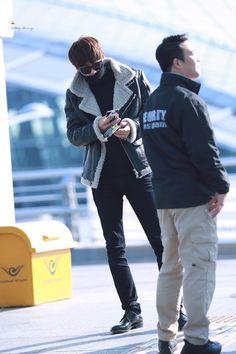 #parkchanyel#chanyeol #exo #exochanyeol #pcy #チャニョル #박찬열 #찬열 #朴灿烈 #灿烈 #kpopstar #Koreanstar #Kpop #kpopidol #proudofyoupcy #ashhair #airport #airportfashion
