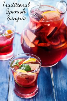 Sangria: the best recipe ever. Read the article and discover the best recipe to make a perfect Spanish sangria at home for your summer. Drinks Alcohol Recipes, Punch Recipes, Yummy Drinks, Wine Recipes, Spanish Sangria Recipe, Best Sangria Recipe, Cocktail Drinks, Cocktail Recipes, Margarita Recipes