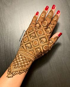 Starting the year with one of my favorite throwback design :) Indian Henna Designs, Stylish Mehndi Designs, Dulhan Mehndi Designs, Mehndi Designs For Fingers, Wedding Mehndi Designs, Unique Mehndi Designs, Mehndi Design Pictures, Latest Mehndi Designs, Engagement Mehndi Designs