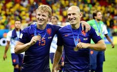 Dirk Kuyt and Arjen Robben flash their medals after winning the third-place play-off in 2014 Brazil World Cup, World Cup 2014, Fifa World Cup, Ecuador, Daley Blind, Soccer Fifa, Van Persie, Liverpool Fc, Belgium