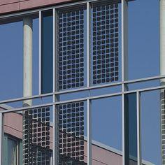 Panel solar fotovoltaico para fachada ventilada - TAX OFFICE CENTRE, AACHEN - Schindler