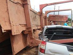 Blog do Osias Lima: Carreta é atingida por trem e tomba sobre carro e ...