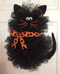 oh my gosh! 22 x 18 Halloween Deco Mesh Black Cat Wreath withx Handmade Halloween Deco Mesh Black Cat Wreath With Bow Tap the link Now - Luxury Cat Gear - Treat Yourself and Your CAT! Stand Out in a Crowded World!Halloween Wreath Idea - cat, posted f Chat Halloween, Moldes Halloween, Manualidades Halloween, Adornos Halloween, Halloween Deco Mesh, Diy Halloween Decorations, Holidays Halloween, Halloween Crafts, Fall Deco Mesh