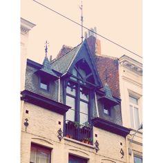 Rooftop window #brussels #bruxelles #ixelles #elsene #brusselsarchitecture #architecture #windows #belgium #belgique  (at Rue Lesbroussart)