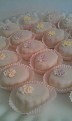 Petite Fours shaped cake 'balls'