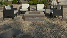 Leeroc Pavés, Briques et Pierres - Produits d'aménagement extérieur / paysagement - joli coin détente avec foyer extérieur et grand pas japonais Foyers, Zen, Patio, Outdoor Decor, Home Decor, Gardens, Bricks, Stones, Block Paving
