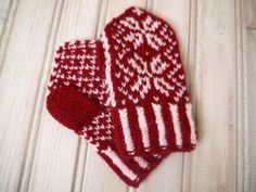 Nordic/Fairisle Style Toddler Mittens in Red by PippisTail on Etsy