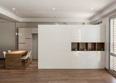 These apartments each have an open-plan living space and dining area at the front, and three bedrooms and two bathrooms at the north-facing back, which are arranged in a C-shape around a void to ensure they get adequate daylight.